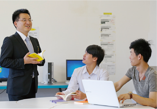 自分の研究内容を留学生がグローバルに評価
